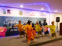 Students from SK Bandar Penawar 2 performed Zapin